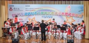 图四为东华三院姚达之步操乐队的演出精彩,旋律优美,获现场观众报以热烈掌声。