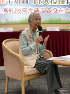 长者代表陈婆婆分享她在退休后如何规划自己的晚年生活。