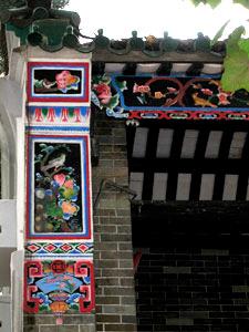 东华三院文物馆富中国传统色彩的外墙装饰