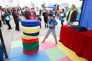 图八为现场设有精彩表演、摊位游戏,以及儿童乐园,让参赛者可带同孩子一起参与,播下善的种子。