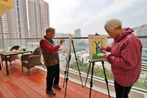 综合中心以「艺术院舍、活力复康」为服务目标,配合舒适健康的生活环境,让长者安享富尊严而愉快的晚年。