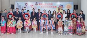 东华三院主席兼校监李鋈麟博士太平绅士(后排左七)、董事局成员、一众嘉宾及幼稚园的学生代表于开展礼上合照。