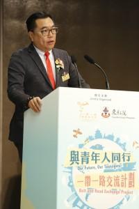 1.东华三院主席兼名誉校监李鋈麟博士太平绅士致欢迎辞。