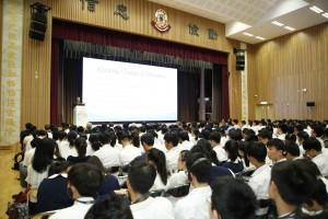 多位专家与学生就「马来西亚青年人在『一带一路』参与情况」、「『一带一路』制度构建」、「『一带一路』的青年政策(缅甸)」及「『一带一路』与青年机遇」作出分享,台下学生留心细听。