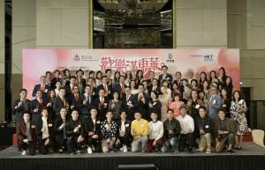 图二为演艺界众嘉宾齐声呼吁市民,支持东华三院筹款活动。