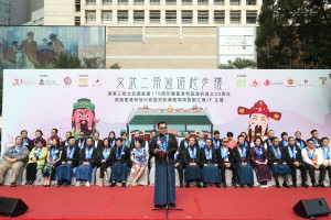 """Dr. LEE Yuk Lun, JP, the Chairman of Tung Wah Group of Hospitals, delivered the welcoming speech at the Kick-off Ceremony of the """"Man Mo Parade to Celebrate the 170th Anniversary of TWGHs Man Mo Temple cum 20th Anniversary of the Establishment of the HKSAR""""."""
