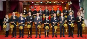 主席兼名誉校监李鋈麟博士太平绅士(前排左五)与董事局成员及嘉宾于剪彩仪式时合照