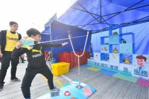 图七及八为现场设有精彩表演、摊位游戏及儿童乐园,让参赛者可带同孩子一同参与,灌输运动和慈善精神。