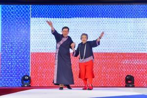 图九为由著名时装设计师何国钲先生义务担任荣誉顾问,并与其它本地时装设计师合作,以「红白蓝」为主题的时装表演,掀起全晚高潮。