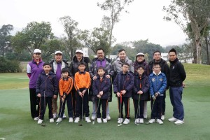 图五为东华三院邀请基层学生参与是次活动,让他们一同享受高尔夫球的乐趣。