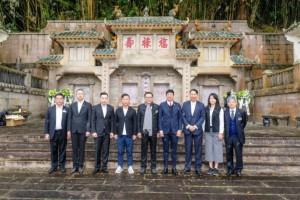 东华三院主席李鋈麟博士太平绅士与董事局成员及高级职员出席「马场大火百周年纪念公众活动」,向罹难者致祭。