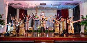 图三:学生为60周年校庆表演,充分展现潜能。