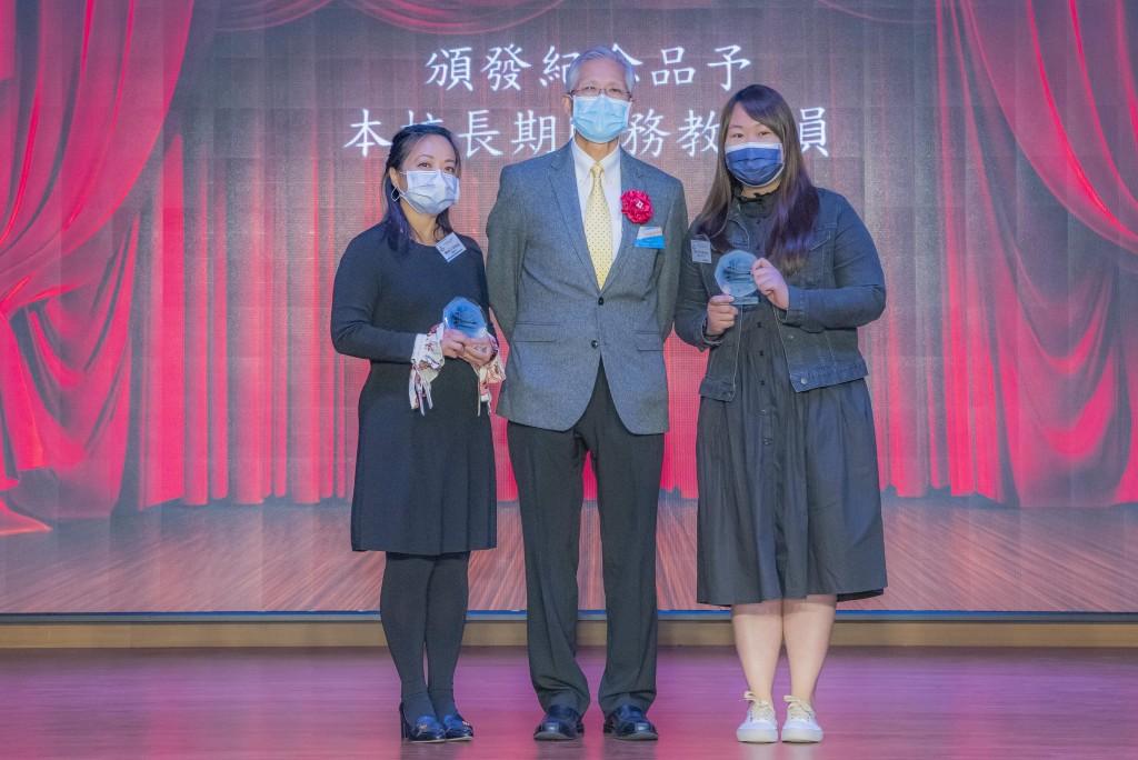 图四为香港鹤山同乡会副理事长兼校董麦炳球先生(中)颁发教职员长期服务奖。