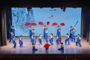 图三及图四为东华三院武术精英队及东华三院黄士心小学弦乐小组于毕业典礼上献上精彩表演。